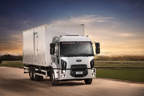 Ford caminhões lança o Cargo Power 2431 6X2