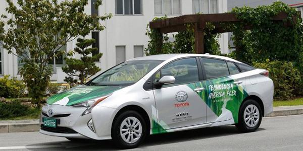 Toyota apresenta primeiro protótipo de veículo híbrido flex do mundo